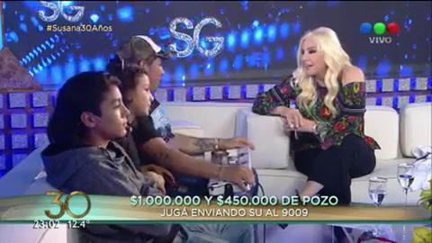 Pablo Lescano desplegó su show de cumbia villera y hasta tocó el piano junto a Susana