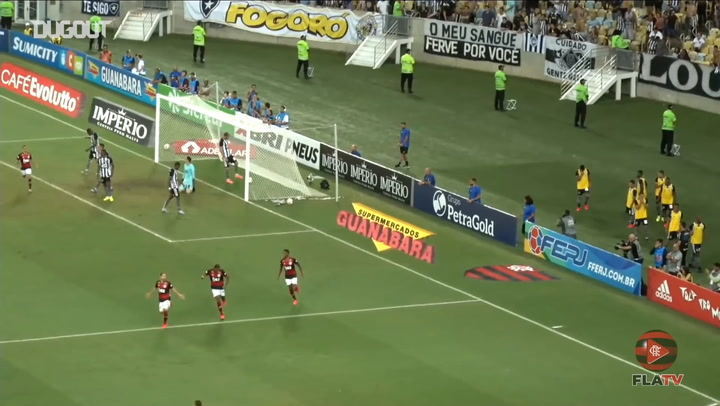 Flamengo score three past Botafogo at the Maracanã
