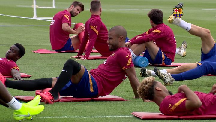 Koeman dirigió la sesión de tarde del entrenamiento del Barça