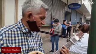 Ernesto Sosa, músico de la tercera edad que hace amena la cuarentena