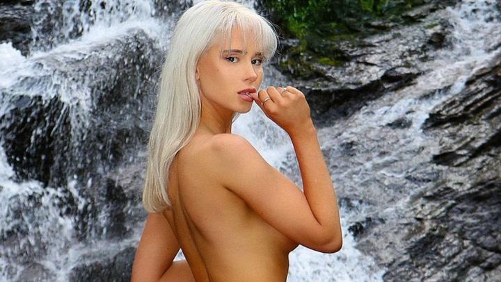 Image: Mamma hjalp Amalie med Playboy-forside