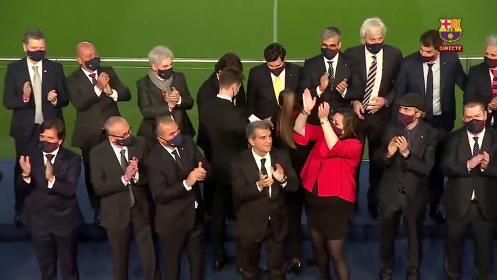 Joan Laporta, nuevo Presidente del FC Barcelona, con los directivos al final del acto de la toma de posesión al cargo