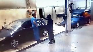 Bilvasker ranes. Hylles for hvordan han snur situasjonen på hodet