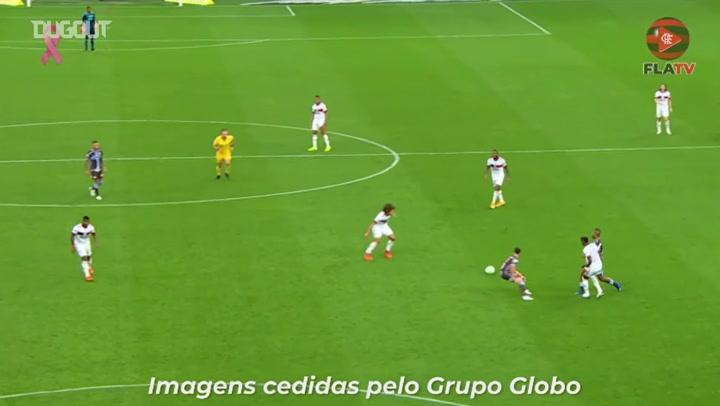 Diego marca um golaço em goleada do Flamengo sobre o Corinthians