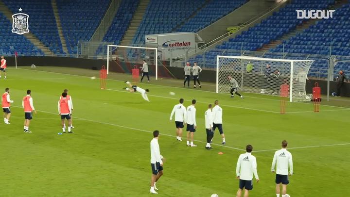 Volleys and headers in Spain training