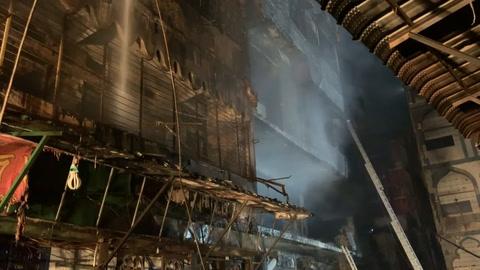 Incendio deja al menos 70 muertos en la capital de Bangladés