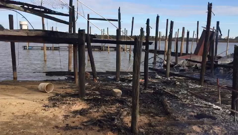 Dos incendios frente a las islas rosarinas movilizaron a la delegación de Prefectura