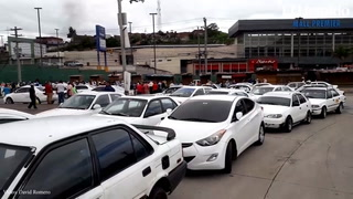 Conductores de taxis realizan paro en salida a Olancho