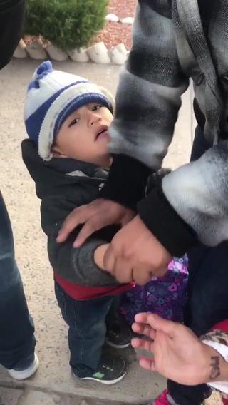 Indignación por la forma en que marcan a integrantes de la caravana migrante