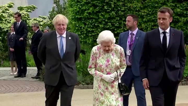 Queen Elizabeth joins G7 leaders for family photo