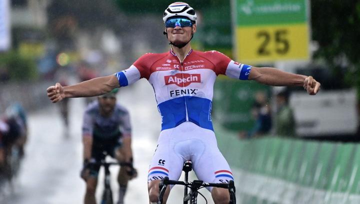 Mathieu van der Poel se exhibe una vez más bajo la lluvia en la Vuelta a Suiza