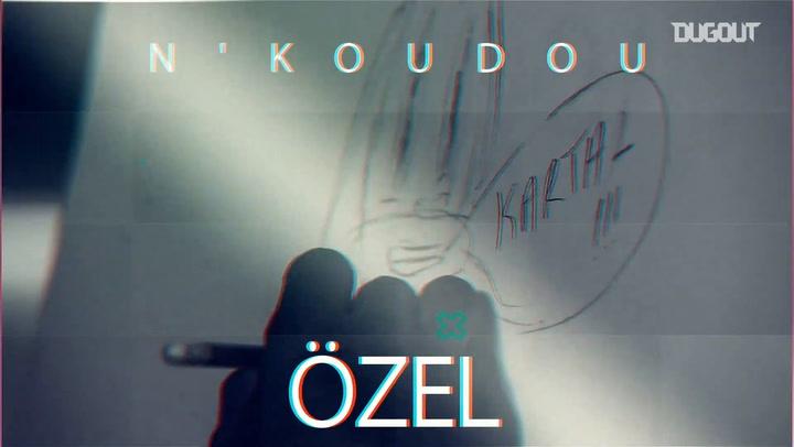 N'Koudou hem karikatür çizdi, hem de soruları yanıtladı