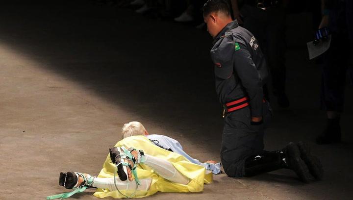 Muere un modelo de 26 años tras desmayarse en pleno desfile