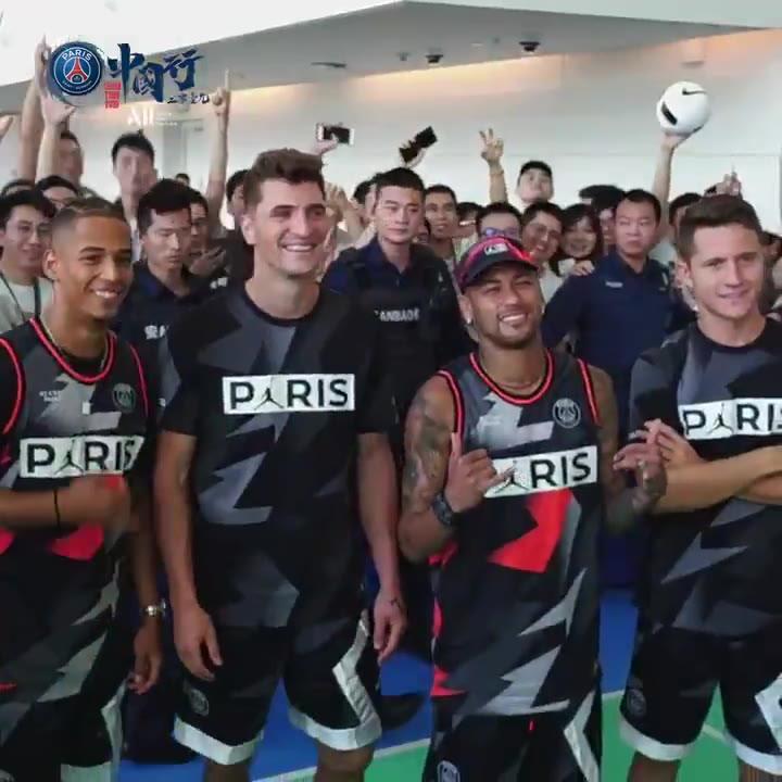 Neymar y sus compañeros del PSG visitan las instalaciones de Tencent