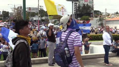 Protesta opositora en Nicaragua se cuela en procesión católica