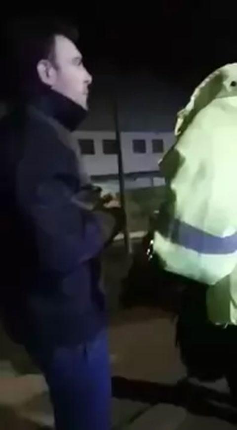 Un funcionario chocó, dio positivo de alcoholemia y armó un escándalo