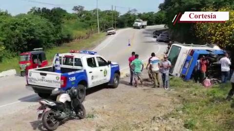 Así quedó el autobús donde volcó en carretera hacia al sur de Honduras