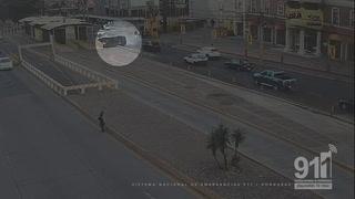 Bus escolar se vuelca en el bulevar Suyapa de Tegucigalpa