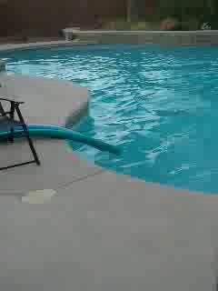 Pool quake in Las Vegas (Quinn Smith)