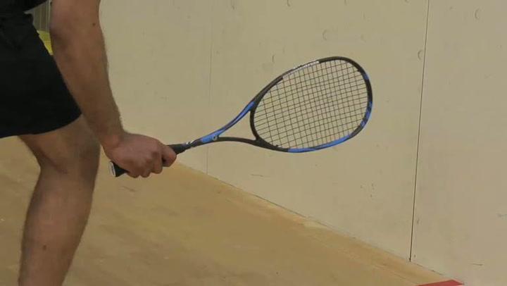 Squash: Hvordan utføre et backhand-slag