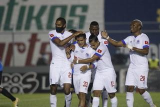 Michaell Chirinos aprovecha un errorazo del Honduras Progreso marca el primero para Olimpia