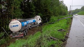 Lastebil kjørte av veien ved Drammen