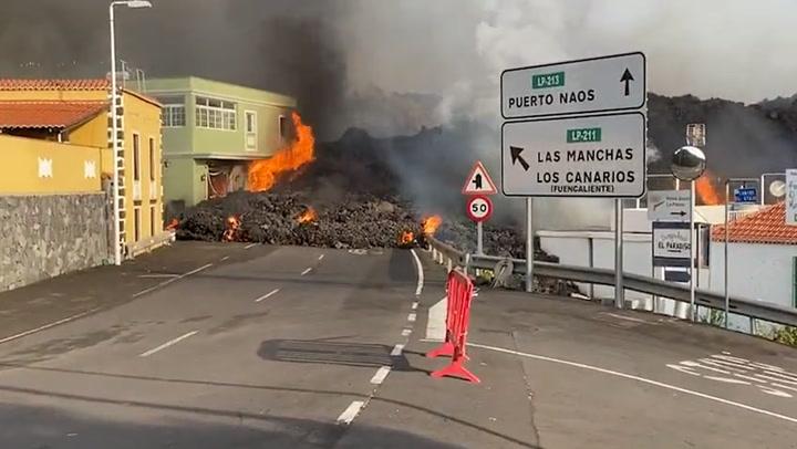 New eruption of the Cumbre Vieja volcano sends lava down Spanish streets