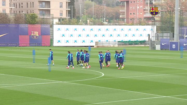 Entrenamiento del Barça con Araujo y sin Pjanic pensando en el Sevilla