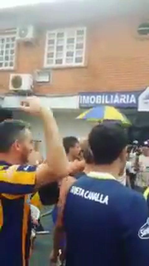 Cientos de hinchas de Central coparon Florianópolis
