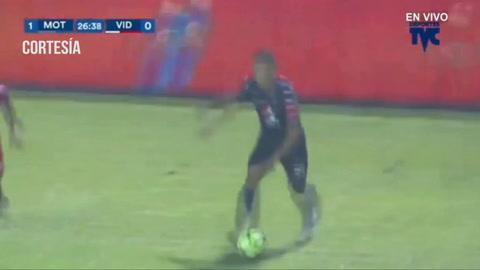 Javier Estupiñan anota para Motagua 1-0 ante Vida en el estadio Nacional