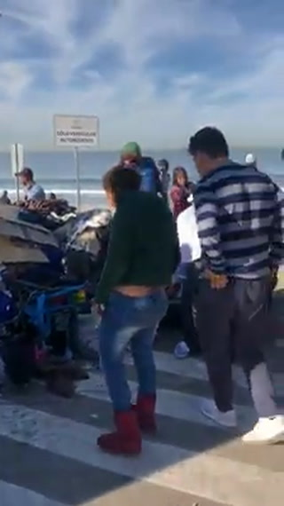 Caravana migrante limpia las calles de Tijuana, México