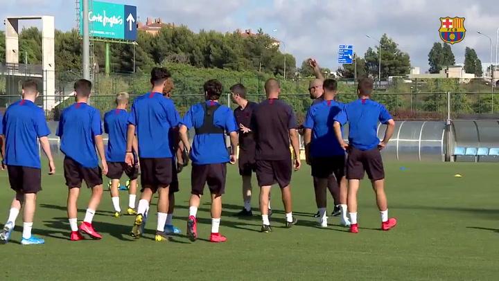 Primer día de Victor Valdés como entrenador del Juvenil A del Barça