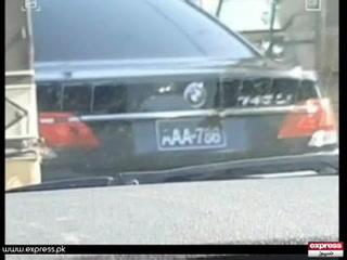 کراچی میں جعلی نمبر پلیٹ والی گاڑی کے ساتھ پولیس اسکواڈ تعینات