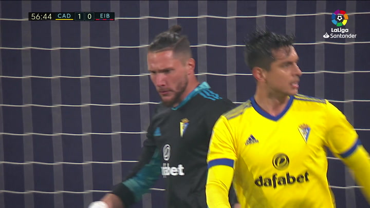 Dmitrovic vuelve a encargarse de lanzar un penalti... ¡y Ledesma se lo para!