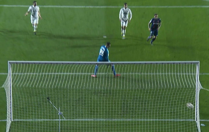 LaLiga: Levante - Real Madrid. Roger Martí chuta al poste en el minuto 43