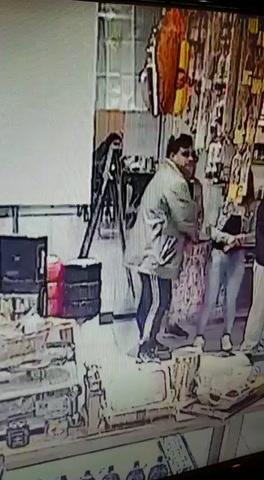 Insólito robo de quesos en un local del Mercado del Patio