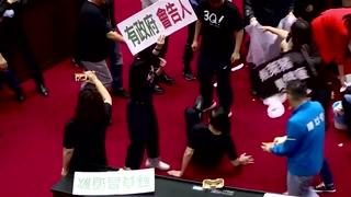 Disturbios en parlamento de Taiwán por importación de carne de cerdo de EEUU