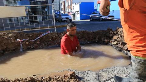 Arreglaron el caño y volverá el agua en la zona de la iglesia Nuestra Señora de la Piedad
