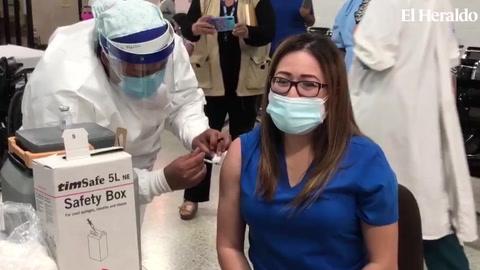 Así se vacunó contra el covid-19 personal de salud en Honduras