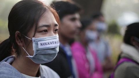 Activistas indios alzan la voz de alarma sobre la polución del aire en Calcuta