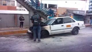 Taxi se prende en llamas a inmediaciones del Hato de Enmedio