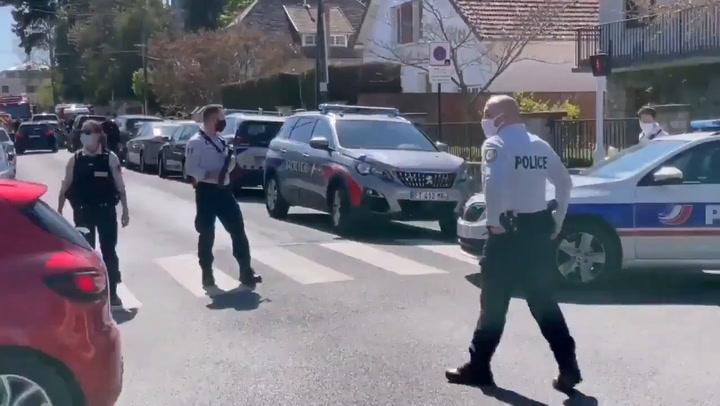 Una agente de policía francesa muere apuñalada cerca de París