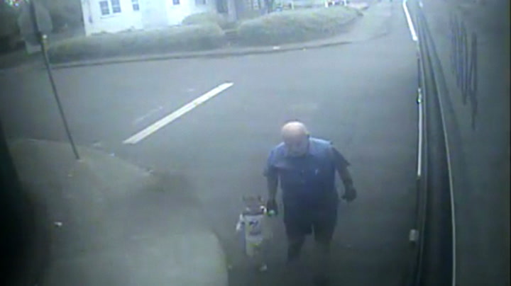 Her redder bussjåføren toåringen