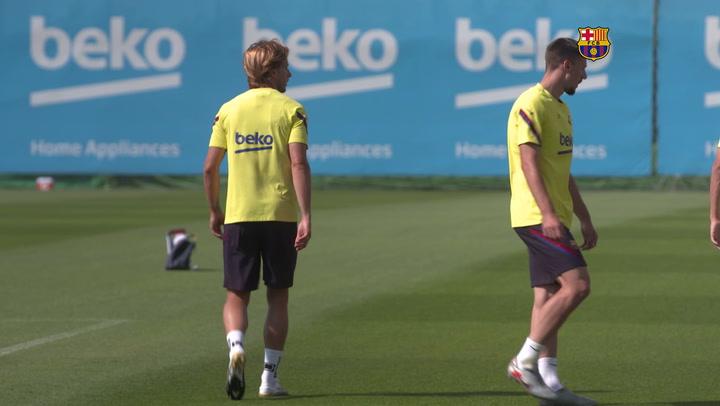 Entrenamiento del Barça tras clasificarse para los cuartos de final de la Championsarça Tras Clasificarse Para Los Cuartos De Final De La Champions