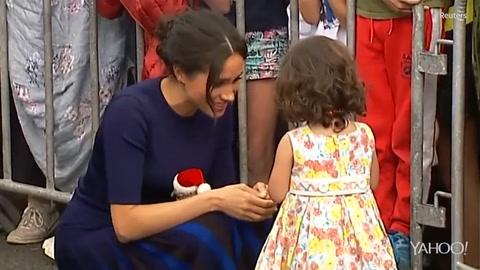 Meghan Markle conmovida por niña salvadoreña