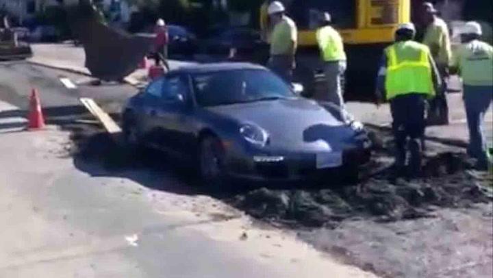 Superbilen følger ikke med – får smake våt asfalt