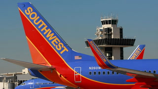 Watch: Passenger desperate to smoke on the plane threatens to 'kill everyone'