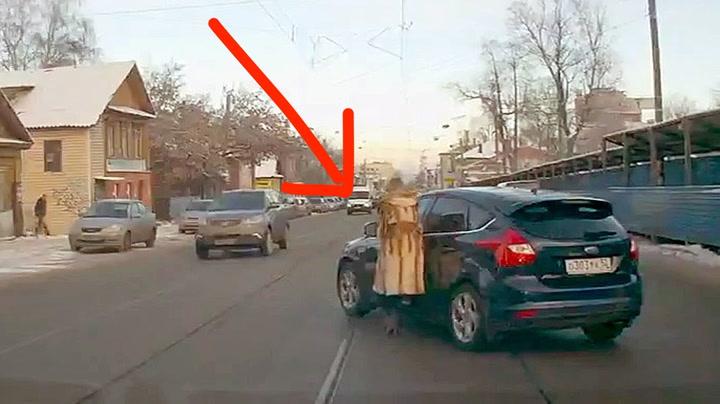 Sjåføren gikk ut av bilen - glemte en VIKTIG ting