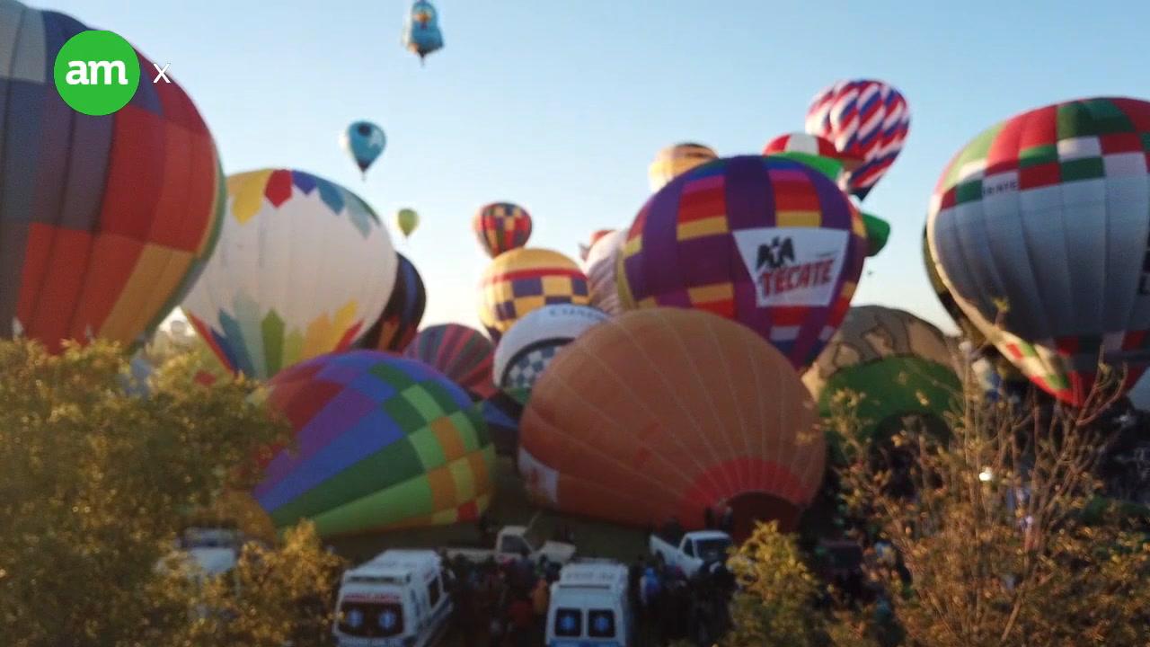 Globos colorean el amanecer en León