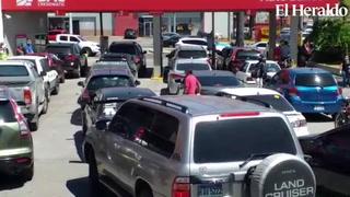 Repletas agencias bancarias que atienden la mañana de este viernes en Tegucigalpa